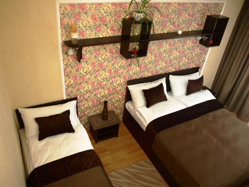 1 14Leon Hotel