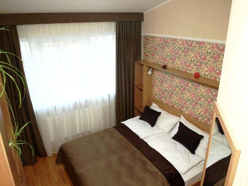 1 220Leon Hotel