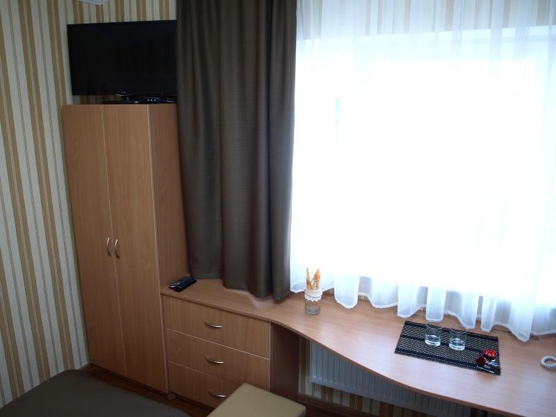 338Leon Hotel