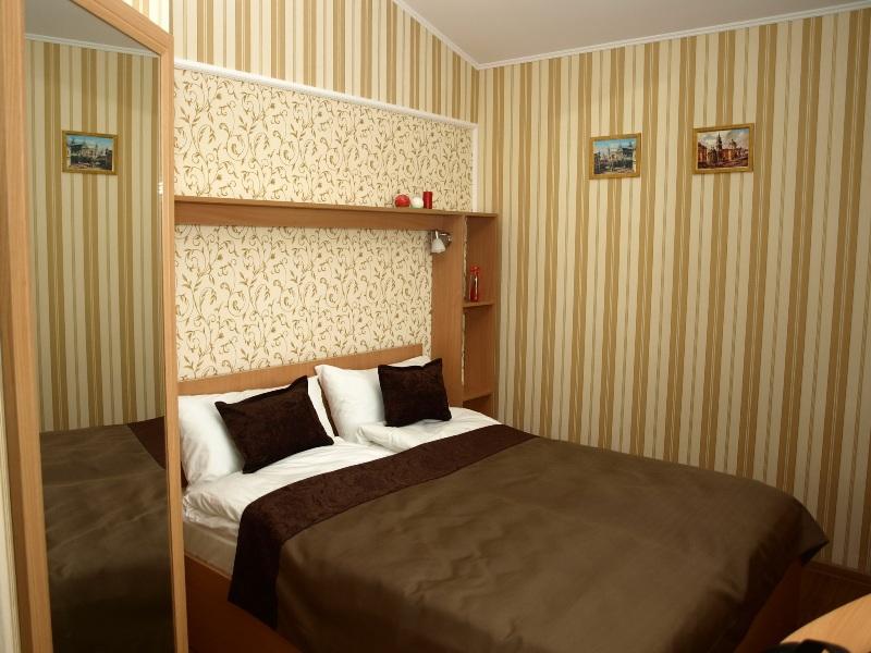4 13Leon Hotel
