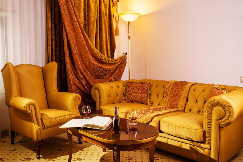 Citadel Inn Hotel Resort lux suite livingroom 2Гостиница Citadel inn