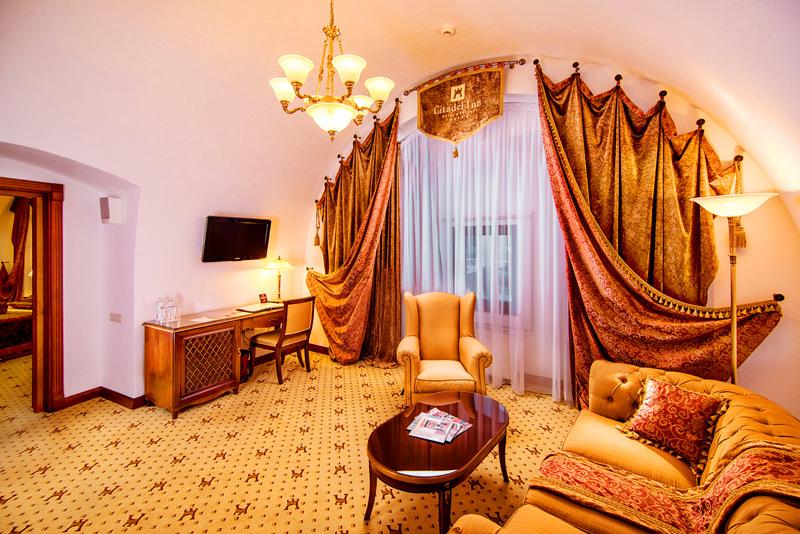 Citadel Inn Hotel Resort lux suite livingroomГостиница Citadel inn