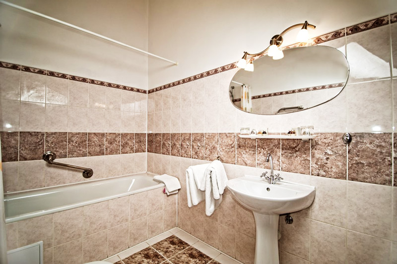 George Hotel junior bathroomОтель Жорж