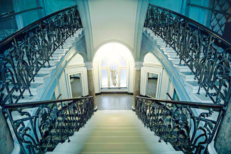 George Hotel stairs blueОтель Жорж