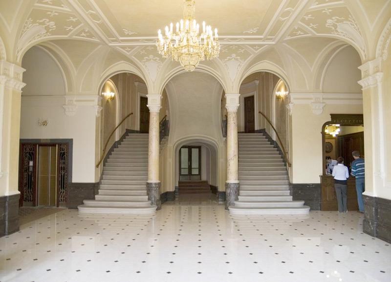 George Hotel vestibule stairsОтель Жорж