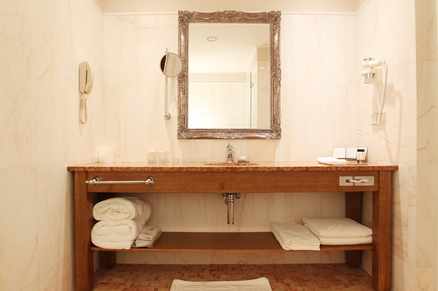 leopolis hotel suite bathroom 1Отель Леополис