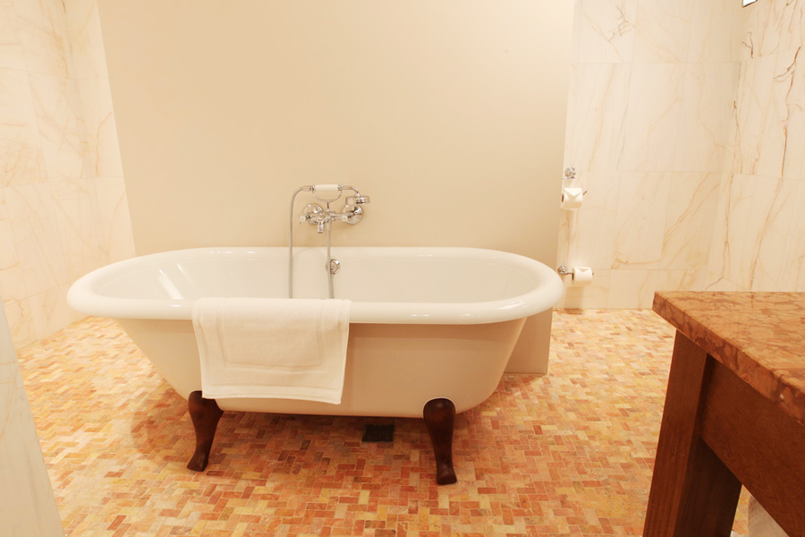leopolis hotel suite bathroomОтель Леополис