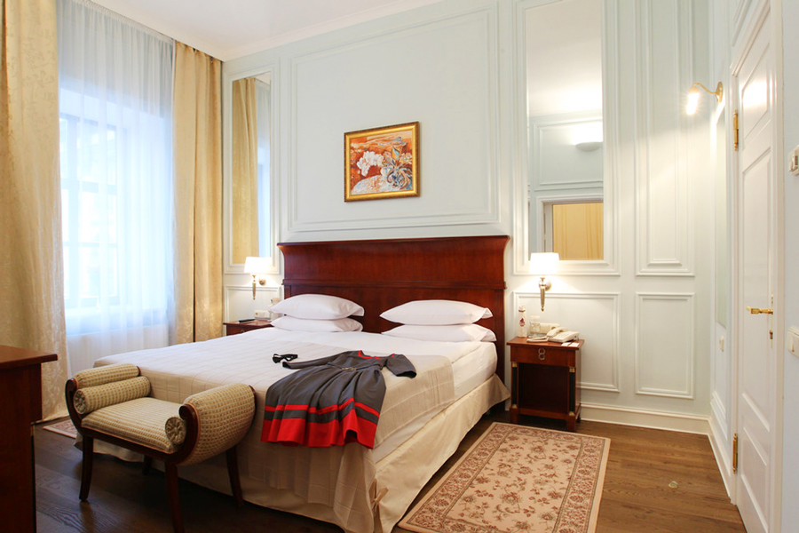 leopolis hotel suite bedroom 2Отель Леополис