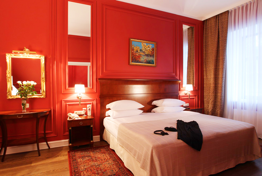 leopolis hotel suite bedroom 3Отель Леополис
