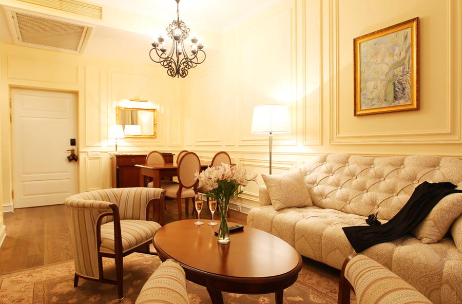 leopolis hotel suite livingroom 1Отель Леополис
