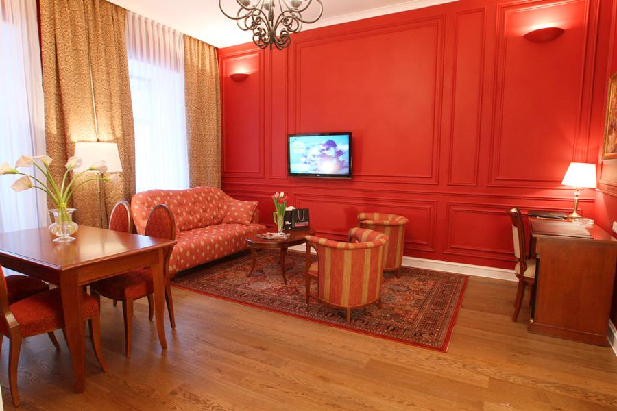 leopolis hotel suite livingroom 2Отель Леополис