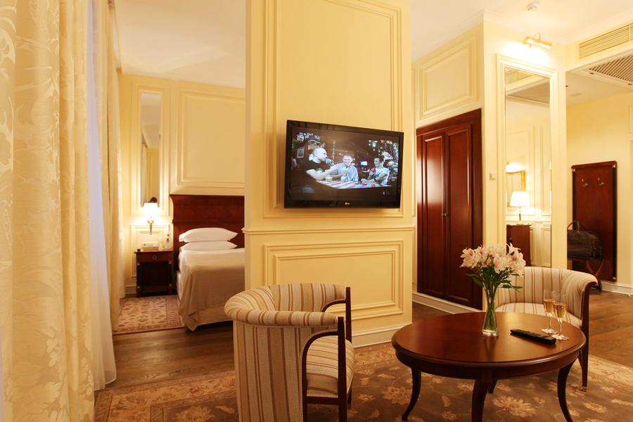 leopolis hotel suite livingroom 3Отель Леополис