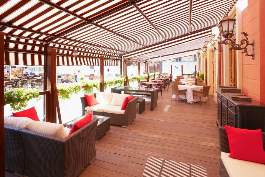 leopolis hotel summer terraceОтель Леополис