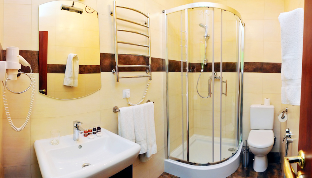 lion castle hotel austrian suite business standart bathroomГостиница Замок Льва