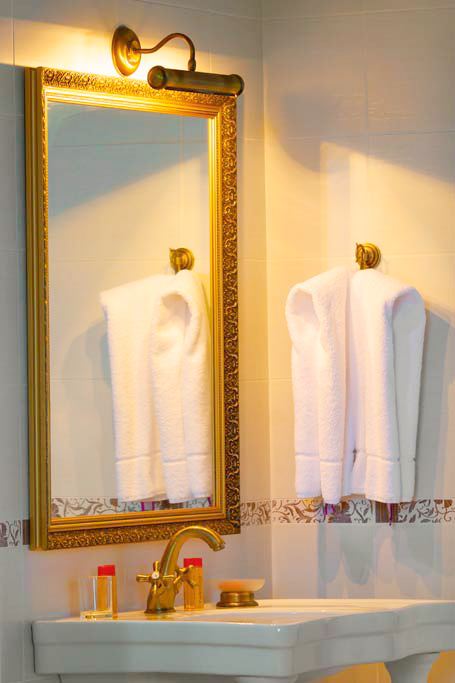 lion castle hotel lux suite bathroom 1Гостиница Замок Льва