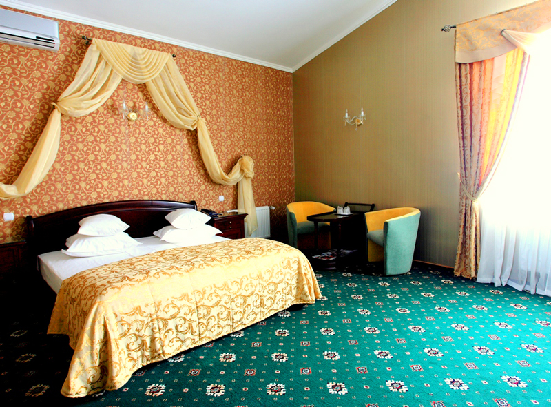 mars hotel lux suite bedroomОтель Марс