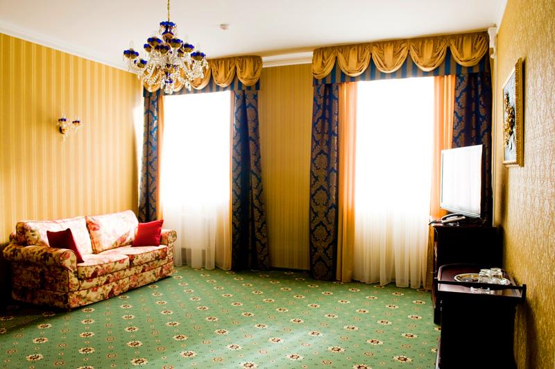 mars hotel lux suite livingroom 1Отель Марс