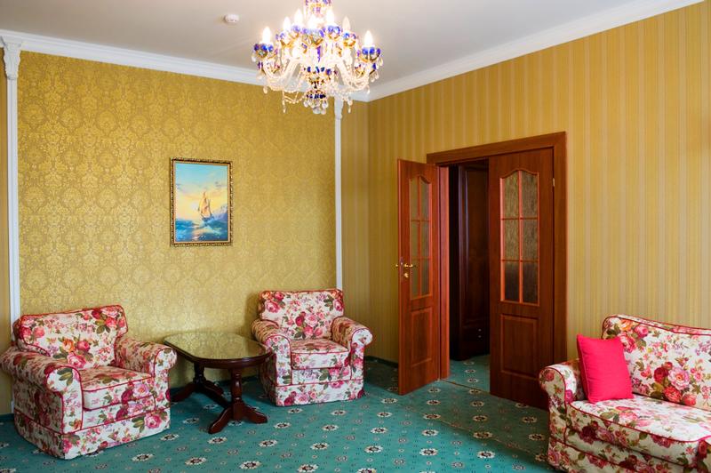mars hotel lux suite livingroomОтель Марс