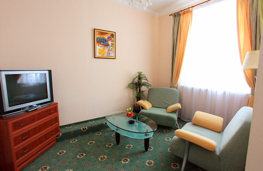 mars hotel semi lux suite livingroomОтель Марс