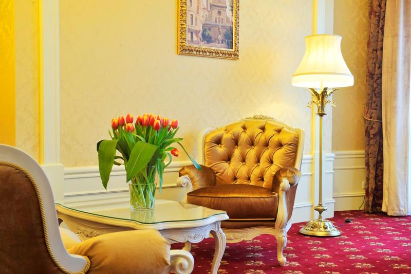 noblis hotel Suite Ambassador relaxing areaОтель Nobilis
