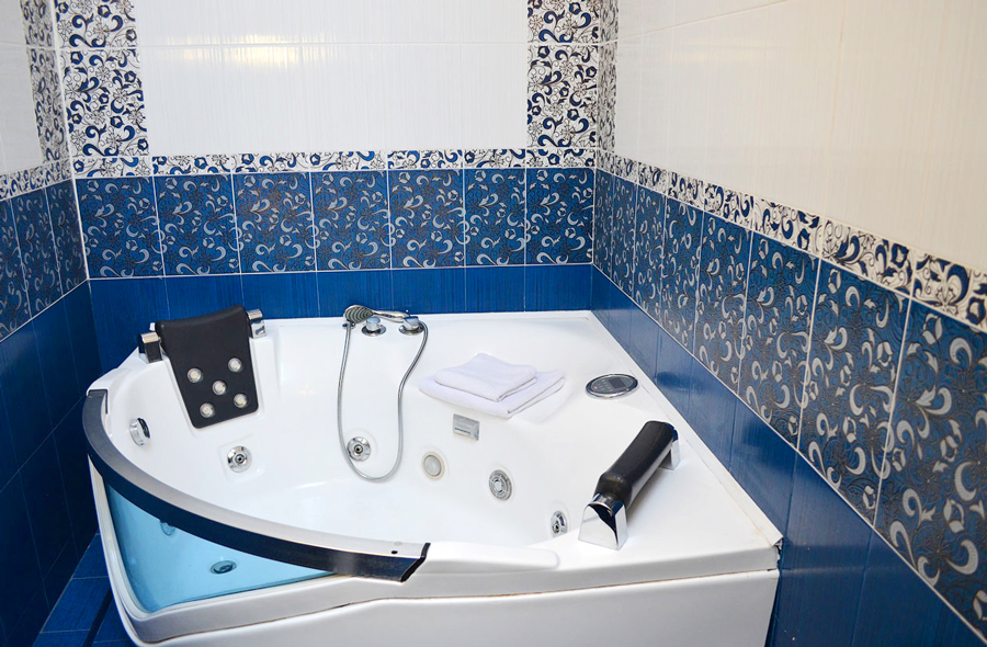 plazma hotel lviv lux bathroomОтель Плазма