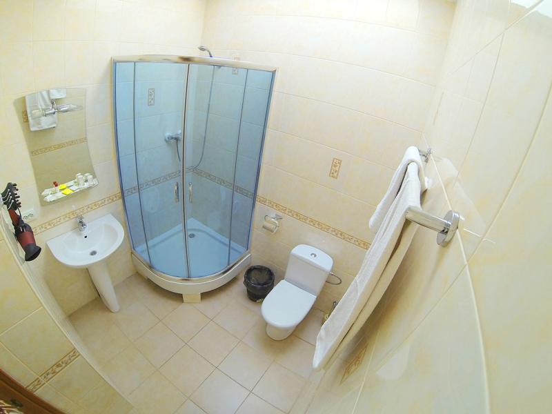 plazma hotel lviv semi lux double bathroomОтель Плазма