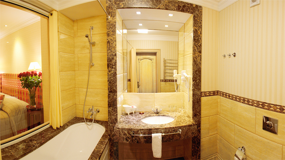 swiss hotel standart superio suite bathroom 1Отель Швейцарский