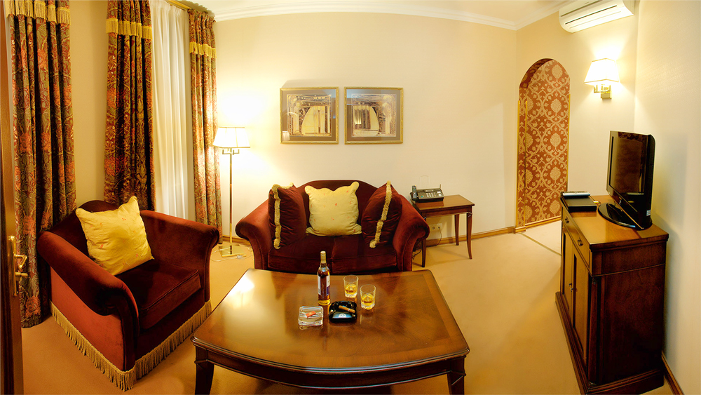 swiss hotel suite Saint Valentine livingroom 2Отель Швейцарский