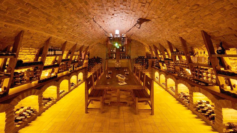 swiss hotel wine cellar 1Отель Швейцарский